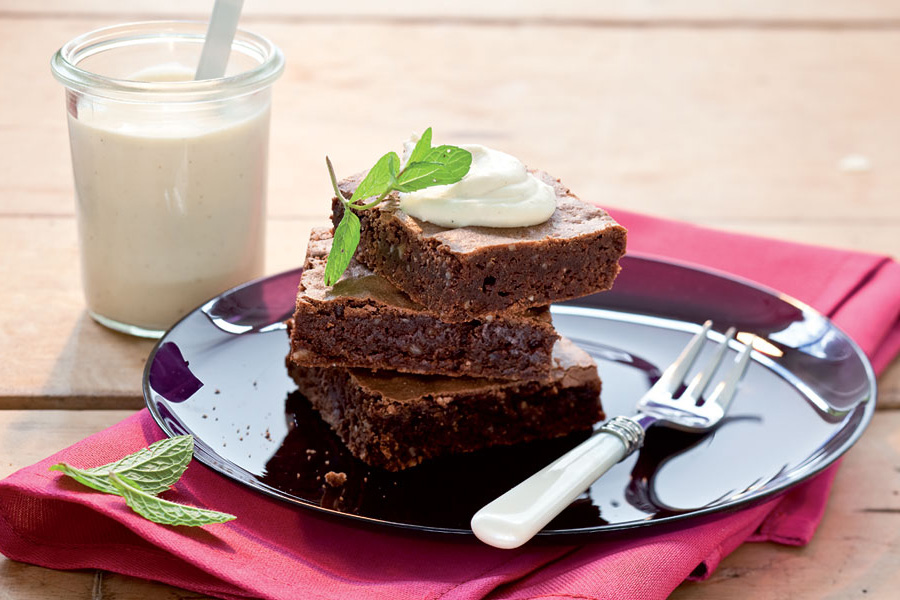 veggie rezept brownies mit wei er schoko mousse jedes essen z hlt. Black Bedroom Furniture Sets. Home Design Ideas