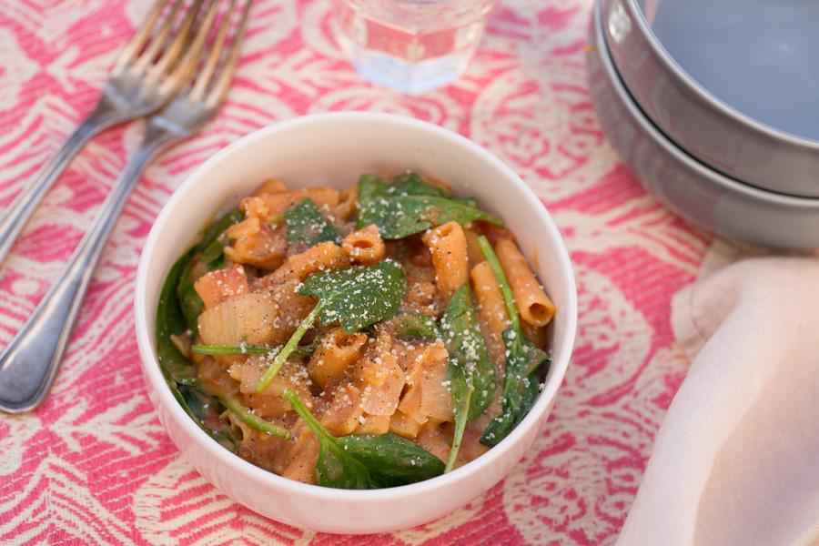 veggie rezept one pot pasta mit linsen nudeln und spinat jedes essen z hlt. Black Bedroom Furniture Sets. Home Design Ideas