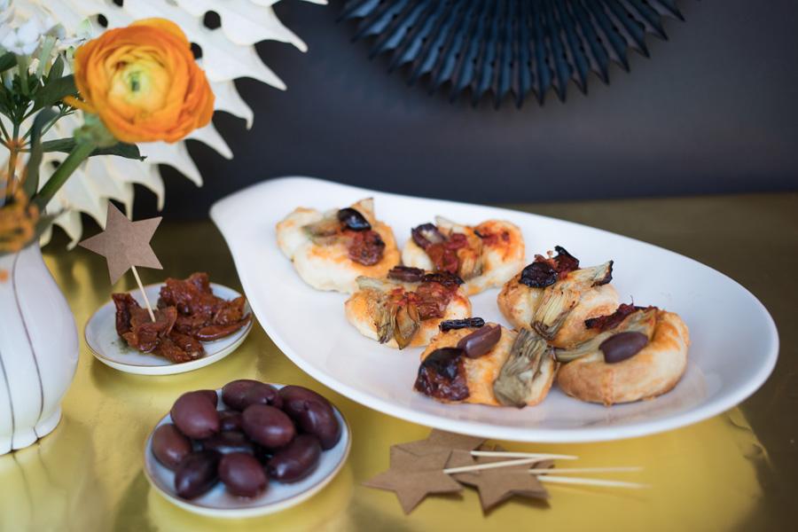 Veggie Rezept Schnelle Pizza Häppchen Mit Oliven Artischocken Und