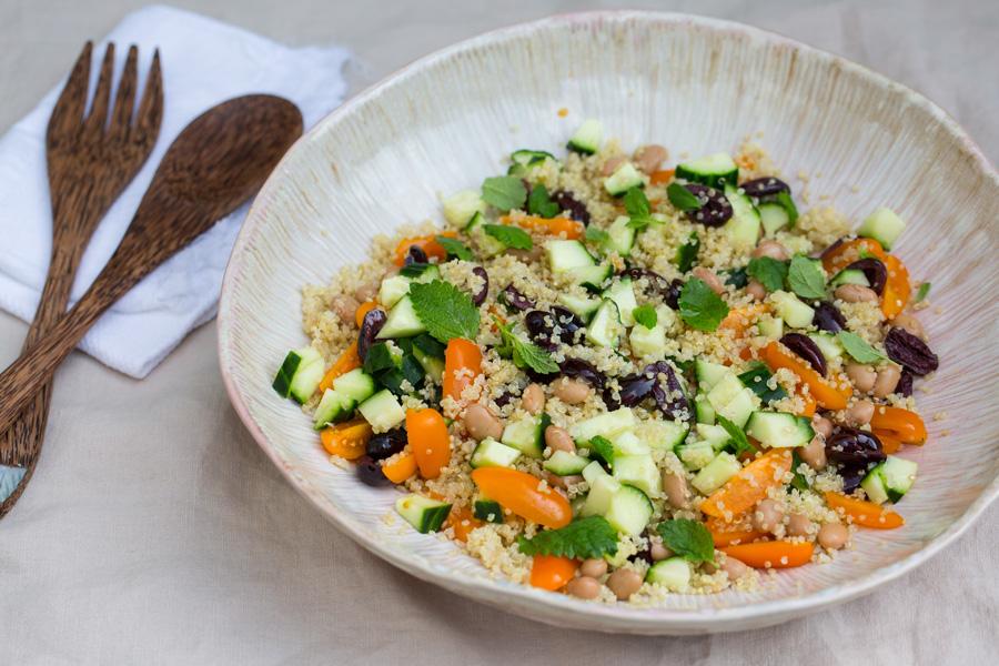 veggie rezept quinoa salat mit borlotti bohnen oliven und minz bl ttern jedes essen z hlt. Black Bedroom Furniture Sets. Home Design Ideas
