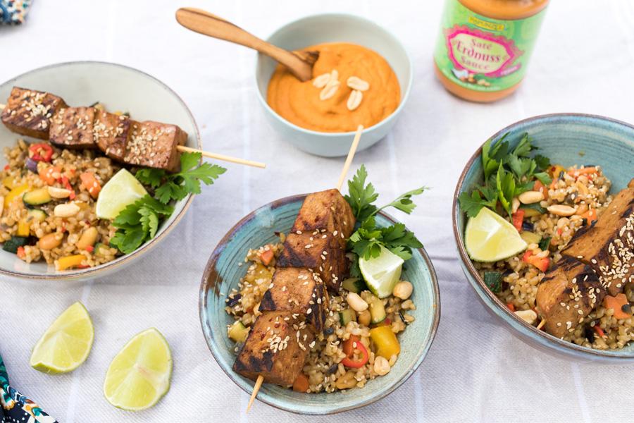 veggie rezept tofu sat mit gem sereis und erdnusssauce jedes essen z hlt. Black Bedroom Furniture Sets. Home Design Ideas