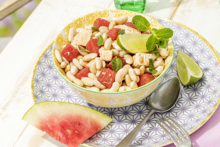 veggie rezept wei er bohnensalat mit feta melone und frischer minze jedes essen z hlt. Black Bedroom Furniture Sets. Home Design Ideas